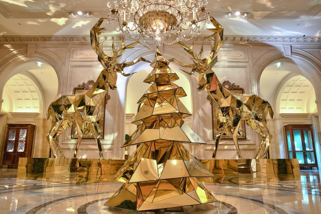Paris George V 2014'e altın ren geyikleriyle giriyor