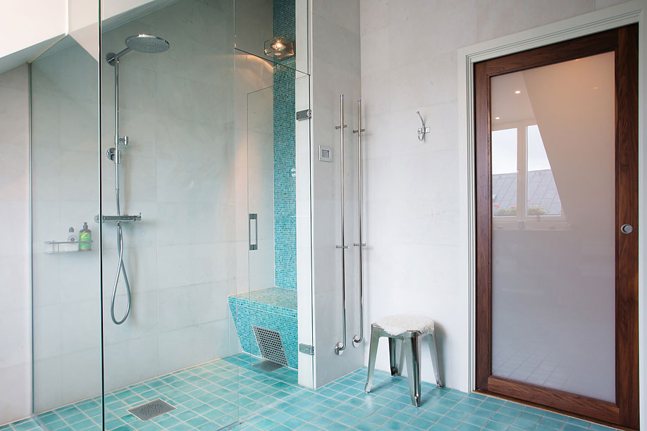 Glass-Shower-Door-Bathroom-Loft-Apartment-in-Kungsholmen-Stockholm