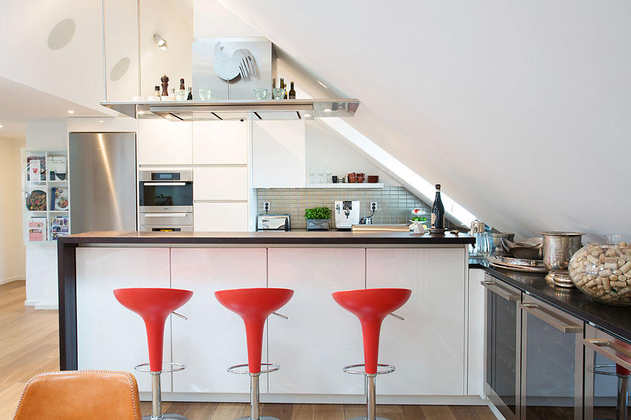 Kitchen-Breakfast-Bar-Loft-Apartment-in-Kungsholmen-Stockholm